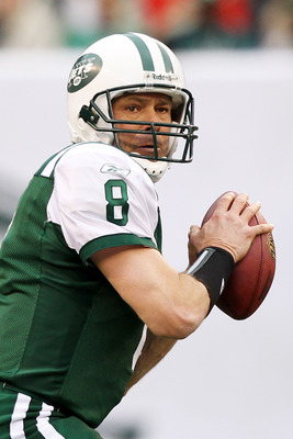 EAST RUTHERFORD, NJ - JANUARY 02:  Mark Brunell #8 of the New York Jets prepares to pass the ball against the Buffalo Bills at New Meadowlands Stadium on January 2, 2011 in East Rutherford, New Jersey.  (Photo by Al Bello/Getty Images)