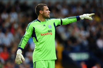 WEST BROMWICH, ENGLAND - AUGUST 14: Goalkeeper Ben Foster of West Bromwich Albion gives instructions during the Barclays Premier League match between West Bromwich Albion and Manchester United at The Hawthorns on August 14, 2011 in West Bromwich, England.