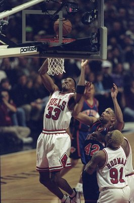18 Apr 1998:  Scottie Pippen #33 of the Chicago Bulls slam dunks the ball as Chris Mills of the New York Knicks and Dennis Rodman #91 of the Bulls look for a rebound during a game at the United Center in Chicago, Illinois. The Bulls defeated the Knicks 11