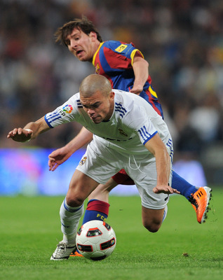 MADRID, SPAIN - APRIL 16:  Lionel Messi of Barcelona fights for the ball with Pepe of Real Madrid during the la Liga match between Real Madrid and Barcelona at Estadio Santiago Bernabeu on April 16, 2011 in Madrid, Spain.  (Photo by Jasper Juinen/Getty Im