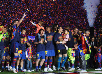 BARCELONA, SPAIN - MAY 16:  Leo Messi (#10) of Barcelona celebrates with teamates after Barcelona beat Real Valladolid 4-0 to clinch La Liga title after their match at Camp Nou stadium on May 16, 2010 in Barcelona, Spain.  (Photo by Denis Doyle/Getty Imag