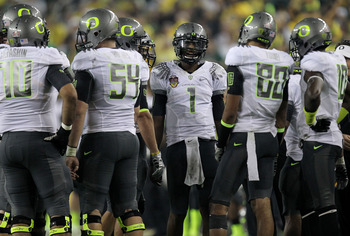 GLENDALE, AZ - JANUARY 10:  Darron Thomas #1 and the Oregon Ducks huddle against the Auburn Tigers during the Tostitos BCS National Championship Game at University of Phoenix Stadium on January 10, 2011 in Glendale, Arizona.  (Photo by Ronald Martinez/Get