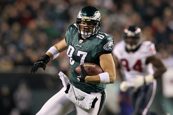 PHILADELPHIA, PA - DECEMBER 02:  Brent Celek #87 of the Philadelphia Eagles runs for yards after the catch in the first quarter against the Houston Texans at Lincoln Financial Field on December 2, 2010 in Philadelphia, Pennsylvania.  (Photo by Jim McIsaac