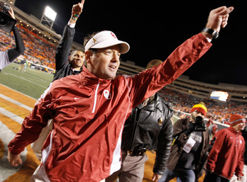 Stoops gestures to the traveling fans in Stillwater after a wild win for the Sooners