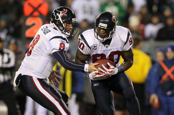 PHILADELPHIA, PA - DECEMBER 02:  Matt Schaub #8 of the Houston Texans hands the ball off to Andre Johnson #80 on  reverse against the Philadelphia Eagles at Lincoln Financial Field on December 2, 2010 in Philadelphia, Pennsylvania.  (Photo by Jim McIsaac/