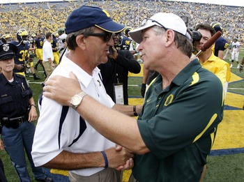 ANN ARBOR, MI - SEPTEMBER 08:  Mike Bellotti (R) head coach of the Oregon Ducks shakes hands with Lloyd Carr (L) head coach of the Michigan Wolverines at mid field after beating Michigan 39-7  on September 8, 2007 at Michigan Stadium in Ann Arbor, Michiga