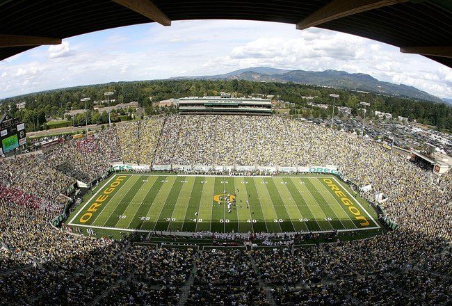 EUGENE, OR - SEPTEMBER 16: A view from above during the Oregon Ducks versus the Oklahoma Sooners game on September 16, 2006 at Autzen Stadium in Eugene, Oregon. (Photo by Jonathan Ferrey/Getty Images)