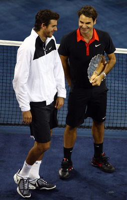 NEW YORK - SEPTEMBER 14:  (L-R) Juan Martin Del Potro of Argentina and Roger Federer of Switzerland stand with their trophies after the Men's Singles final on day fifteen of the 2009 U.S. Open at the USTA Billie Jean King National Tennis Center on Septemb