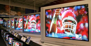 NILES, IL - JANUARY 31:  Flat-panel wide screen televisions display a football player a Best Buy store January 31, 2006 in Niles, Illinois. Sales of televisions are reportedly up after the Holiday season as the NFL's Super Bowl approaches. (Photo by Tim B