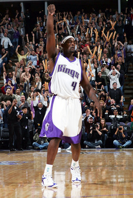 SACRAMENTO, CA - NOVEMBER 19:  Chris Webber #4 of the Sacramento Kings celebrates after hitting a shot against the Memphis Gizzlies at Arco Arena on November 19, 2004 in Sacramento, California.  NOTE TO USER: User expressly acknowledges and agrees that, b