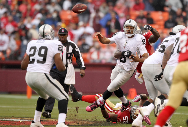 SAN FRANCISCO - OCTOBER 17:  Jason Campbell #8 of the Oakland Raiders passes the ball to Michael Bush #29 during their game against the San Francisco 49ers at Candlestick Park on October 17, 2010 in San Francisco, California.  (Photo by Ezra Shaw/Getty Im