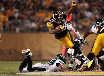 PITTSBURGH - AUGUST 18:  Isaac Redman #33 of the Pittsburgh Steelers jumps over a Philadelphia Eagles defender during the preseason game on August 18, 2011 at Heinz Field in Pittsburgh, Pennsylvania.  (Photo by Jared Wickerham/Getty Images)