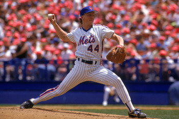 FLUSHING, NY - 1990:  David Cone #44 of the New York Mets delivers a pitch during a game in 1990 at Shea Stadium in Flushing, New York.  (Photo by Scott Halleran/Getty Images)