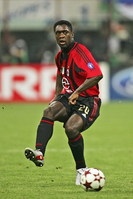 MILAN, ITALY - APRIL 26:  Clarence Seedorf of Milan in action during the UEFA Champions League Semi Final First Leg match between AC Milan and PSV Eindhoven at San Siro on April 26, 2005 in Milan, Italy.  (Photo by Alex Livesey/Getty Images)