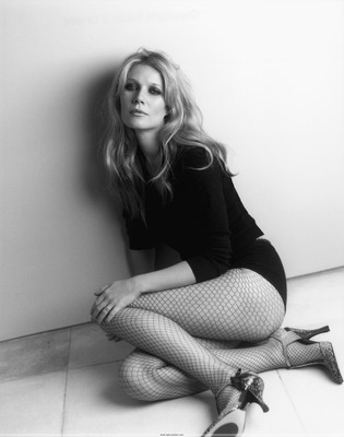 Photo_gwyneth_paltrow_noir_et_blanc_sexy_esclave_envie_desir_merci_bas_resille_dessous_talons_aiguille_haut_ombre_implore_sp001_display_image