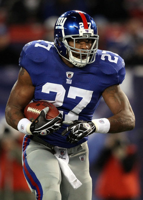 EAST RUTHERFORD, NJ - DECEMBER 13:  Brandon Jacobs #27 of the New York Giants runs the ball against the Philadelphia Eagles at Giants Stadium on December 13, 2009 in East Rutherford, New Jersey.  (Photo by Nick Laham/Getty Images)