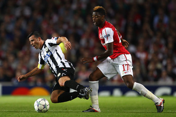 LONDON, ENGLAND - AUGUST 16:  Antonio Di Natale of Udinese is tackled by Alex Song of Arsenal during the UEFA Champions League play-off first leg match between Arsenal and Udinese at the Emirates Stadium on August 16, 2011 in London, England.  (Photo by J