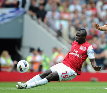 LONDON, ENGLAND - AUGUST 20:  Emmanuel Frimpong of Arsenal tackles Jordan Henderson of Liverpool during the Barclays Premier League match between Arsenal and Liverpool at the Emirates Stadium on August 20, 2011 in London, England.  (Photo by Michael Regan