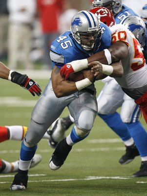 DETROIT - DECEMBER 23:  T.J. Duckett #45 of the Detroit Lions runs for yards against the Kansas City Chiefs on December 23, 2007 at Ford Field in Detroit, Michigan. (Photo byGregory Shamus/Getty Images)