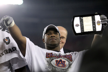 GLENDALE, AZ - JANUARY 10:  Michael Dyer #5 of the Auburn Tigers celebrates their 22 to 19 win over the Oregon Ducks in the Tostitos BCS National Championship Game at University of Phoenix Stadium on January 10, 2011 in Glendale, Arizona.  (Photo by Ronal