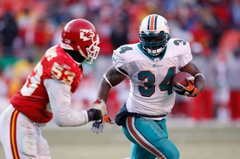 KANSAS CITY, MO - DECEMBER 21:  Ricky Williams #34 of the Miami Dolphins carries the ball against Demorrio Williams #53 of the Kansas City Chiefs on December 21, 2008 at Arrowhead Stadium in Kansas City, Missouri. (Photo by Jamie Squire/Getty Images)