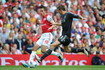 LONDON, ENGLAND - AUGUST 20:  Robin van Persie of Arsenal is closed down by Daniel Agger of Liverpool during the Barclays Premier League match between Arsenal and Liverpool at the Emirates Stadium on August 20, 2011 in London, England.  (Photo by Michael