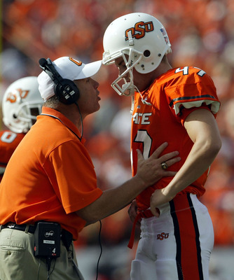 STILLWATER, OK - OCTOBER 30:  Kicker Jason Ricks #47 of Oklahoma State is consoled by head coach Les Miles after missing a game tying field goal in the closing minutes of the fourth quarter against Oklahoma at Boone Pickens Stadium on October 30, 2004 in