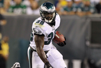 PHILADELPHIA, PA - AUGUST 11:  Ronnie Brown #36 of the Philadelphia Eagles runs the ball against the Baltimore Ravens during their preseason game on August 11, 2011 at Lincoln Financial Field in Philadelphia, Pennsylvania.  (Photo by Jim McIsaac/Getty Ima