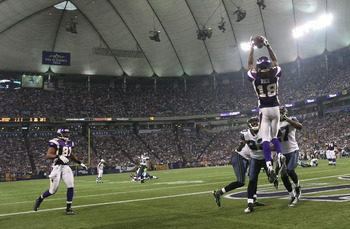 MINNEAPOLIS - NOVEMBER 22:  Sidney Rice #18 of the Minnesota Vikings catches a touchdown against the Seattle Seahawks at Hubert H. Humphrey Metrodome on November 22, 2009 in Minneapolis, Minnesota.  (Photo by Nick Laham/Getty Images)