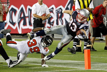 HOUSTON, TX - AUGUST 01:  Tight end Owen Daniels #81 of the Houston Texans completes a reception during practice on the first day of training camp at Reliant Park on August 1, 2011 in Houston, Texas.  (Photo by Bob Levey/Getty Images)