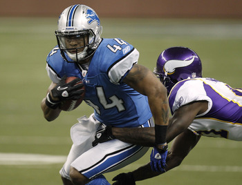 DETROIT, MI - JANUARY 02:  Jahvid Best #44 of the Detroit Lions tries to get around the tackle of Frank Walker #41 of the Minnesota Vikings at Ford Field on January 2, 2011 in Detroit, Michigan.  (Photo by Gregory Shamus/Getty Images)
