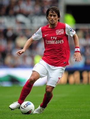 NEWCASTLE UPON TYNE, ENGLAND - AUGUST 13: Tomas Rosicky of Arsenal in action during the Barclays Premier League match between Newcastle United and Arsenal at St James' Park on August 13, 2011 in Newcastle upon Tyne, England.  (Photo by Shaun Botterill/Get