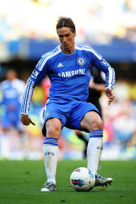LONDON, ENGLAND - AUGUST 20:  Fernando Torres of Chelsea controls the ball during the Barclays Premier League match between Chelsea and West Bromwich Albion at Stamford Bridge on August 20, 2011 in London, England.  (Photo by Laurence Griffiths/Getty Imag