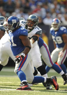 EAST RUTHERFORD, NJ - OCTOBER 05:  Justin Tuck #91 of the New York Giants plays against Sean Locklear #75 of the Seattle Seahawks during their game on October 5, 2008 at Giants Stadium in East Rutherford, New Jersey.  (Photo by Al Bello/Getty Images)