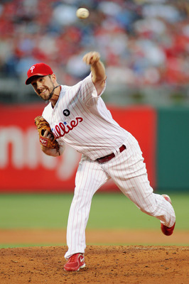 PHILADELPHIA , PA - AUGUST 17:  Cliff Lee #33 of the Philadelphia Phillies pitches against the Arizona Diamondbacks at Citizens Bank Park on August 17, 2011 in Philadelphia, Pennsylvania.  (Photo by Len Redkoles/Getty Images)