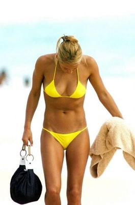 Knees_kournikova_display_image