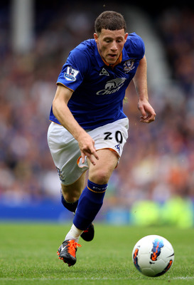 LIVERPOOL, ENGLAND - AUGUST 20:  Ross Barkley of Everton in action during the Barclays Premier League match between Everton and Queens Park Rangers at Goodison Park on August 20, 2011 in Liverpool, England.  (Photo by Alex Livesey/Getty Images)