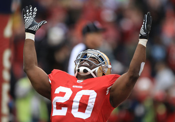 SAN FRANCISCO, CA - JANUARY 02:    Brian Westbrook #20 of the San Francisco 49ers celebrates after scoring a touchdown against the Arizona Cardinals during an NFL game at Candlestick Park on January 2, 2011 in San Francisco, California.  (Photo by Jed Jac