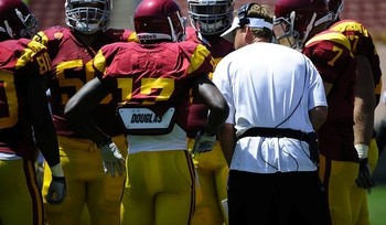 USC Offense at the Aug. 21, 2011, srimmage discussing plays with head coach Lane Kiffin
