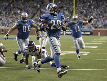 DETROIT, MI - JANUARY 02:  Maurice Morris #28 of the Detroit Lions gets in for a fouth quarter touchdown in front of Jamarca Sanford #33 of the Minnesota Vikings at Ford Field on January 2, 2011 in Detroit, Michigan. Detroit won the game 20-13.  (Photo by