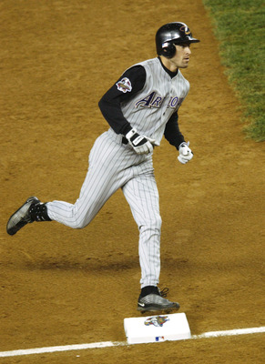 1 Nov 2001: Steve Finley #12 of the Arizona Diamondbacks circles the bases after hitting a solo home run against the New York Yankees in the fifth inning during game five of the Major League Baseball World Series at Yankee Stadium in New York, New York. D