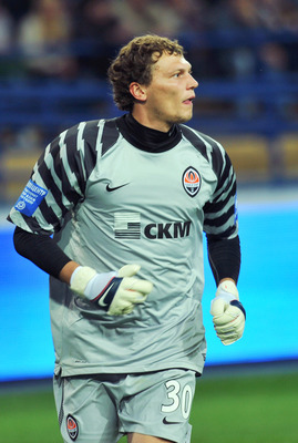 KHARKIV, UKRAINE - SEPTEMBER 25:  Andriy Pyatov of Shakhtar Donetsk in action during the Russian Premier League match between Metalist Kharkiv and Shakhtar Donetsk at the Metalist Stadium  on September 25, 2010 in Kharkiv, Ukraine.   (Photo by EuroFootbal