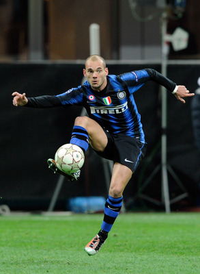 MILAN, ITALY - NOVEMBER 24:  Wesley Sneijder of FC Internazionale Milano during the UEFA Champions League Group A match between FC Internazionale Milano and FC Twente at Stadio Giuseppe Meazza on November 24, 2010 in Milan, Italy.  (Photo by Claudio Villa