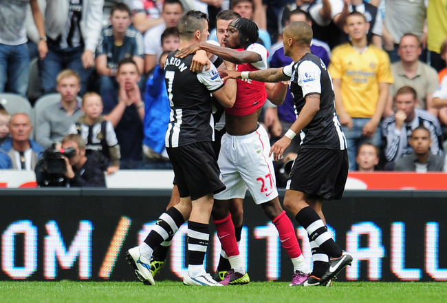NEWCASTLE UPON TYNE, ENGLAND - AUGUST 13:  Gervinho of Arsenal confronts Joey Barton of Newcastle shortly before being shown the red card by referee Peter Walton during the Barclays Premier League match between Newcastle United and Arsenal at St James' Pa