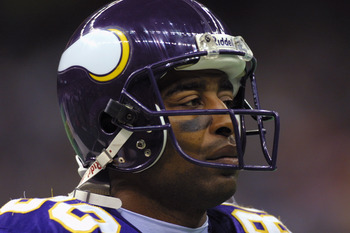 7 Oct 2001: Wide receiver Cris Carter #80 of the Minnesota Vikings looks over the opposition before taking on the New Orleans Saints at the Superdome in New Orleans, Louisiana. The Saints won 28-15. DIGITAL IMAGE. Mandatory Credit: Ronald Martinez/ALLSPOR