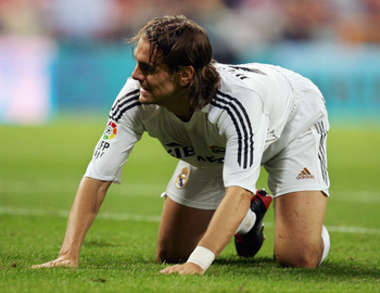MADRID, SPAIN - SEPTEMBER 22: Jonathan Woodgate of Real Madrid reacts after a Athletic Bilbao goal during the Primera Liga soccer match between Real Madrid and Athletic Bilbao at the Bernabeu stadium on September 22, 2005, in Madrid, Spain.  (Photo by Den