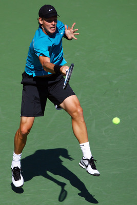 NEW YORK - SEPTEMBER 01:  Tomas Berdych of the Czech Republic serves against Wayne Odesnik during day two of the 2009 U.S. Open at the USTA Billie Jean King National Tennis Center on September 1, 2009 in Flushing neighborhood of the Queens borough of New