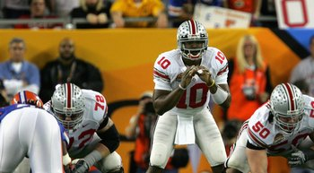 GLENDALE, AZ - JANUARY 08:  Quarterback Troy Smith #10 of the Ohio State Buckeyes prepares to snap the ball against the Florida Gators during the 2007 Tostitos BCS National Championship Game at the University of Phoenix Stadium on January 8, 2007 in Glend