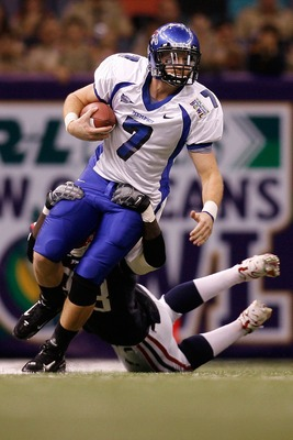 NEW ORLEANS - DECEMBER 21:  Will Hudgens #7 of the Memphis University Tigers is sacked by Robert St. Clair #98  of the Florida Atlantic University Owls in the New Orleans Bowl on December 21, 2007 at the Louisiana Superdome in New Orleans, Louisiana.   (P