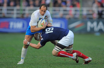 ROME, ITALY - MARCH 12: Sergio Parisse of Italy is tackled by Imanol Harinordoquy of France during the RBS Six Nations match between Italy and France at the Stadio Flaminio on March 12, 2011 in Rome, Italy.  (Photo by Michael Regan/Getty Images)